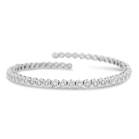 Preload https://img-static.tradesy.com/item/20729507/5-ct-natural-diamond-bezel-set-tennis-bangle-stretch-in-solid-18k-bracelet-0-0-540-540.jpg
