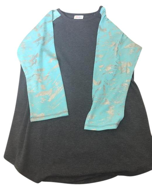 Item - Gray with Blue Gold Sleeves Medium Tee Shirt Size 8 (M)