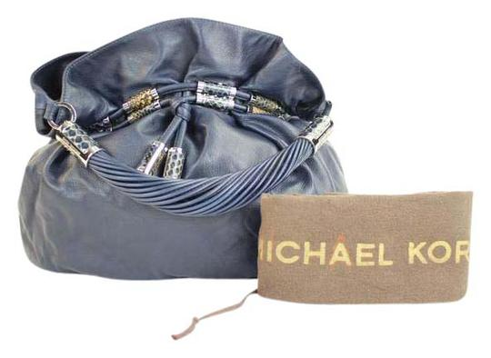 Preload https://img-static.tradesy.com/item/20731130/michael-kors-37mka2617-blue-leather-hobo-bag-0-1-540-540.jpg