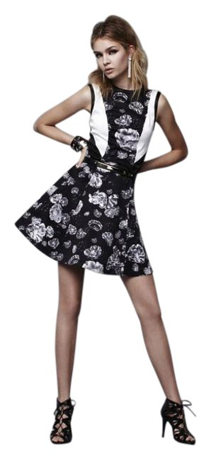 Preload https://img-static.tradesy.com/item/20731841/prabal-gurung-for-target-limited-edition-meet-the-parents-floral-short-casual-dress-size-10-m-0-1-650-650.jpg