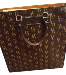 Dooney & Bourke Vintage Leather Signature Tote in Black