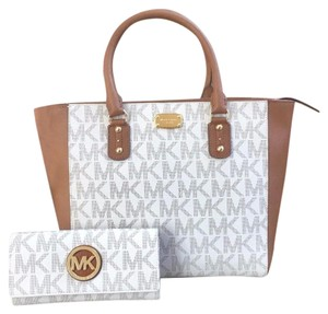 Michael Kors Mk Saffiano Leather Studded Strap Mk Vanilla Tote in Signature Vanilla
