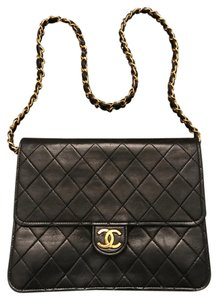 Chanel Scalloped Cc Logos Shoulder Bag
