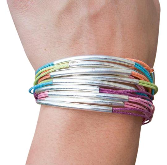 Preload https://img-static.tradesy.com/item/20735150/mudd-multi-color-hemp-string-toggel-new-bracelet-0-1-540-540.jpg