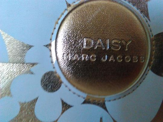 Marc Jacobs Marc Jacobs Daisy Cosmetic Hard Case Zip Around Image 1