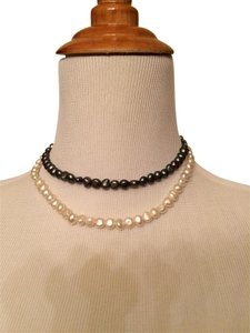 Two color pearl necklace