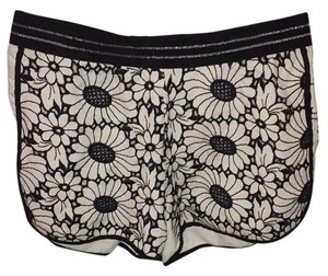 Via Della Perla VDP Mini/Short Shorts Black and White floral