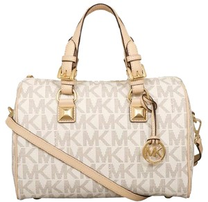 Michael Kors Signature Patent Pet And Smoke Free 35s6mgys2z Satchel in Vanilla Signature