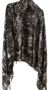 Jules Smith NWT Jules Smith large print scarf with fringe