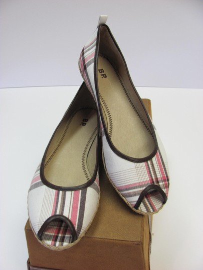 Preload https://img-static.tradesy.com/item/20741476/bp-clothing-white-brown-red-leather-soles-m-excellent-condition-flats-size-us-95-regular-m-b-0-0-540-540.jpg