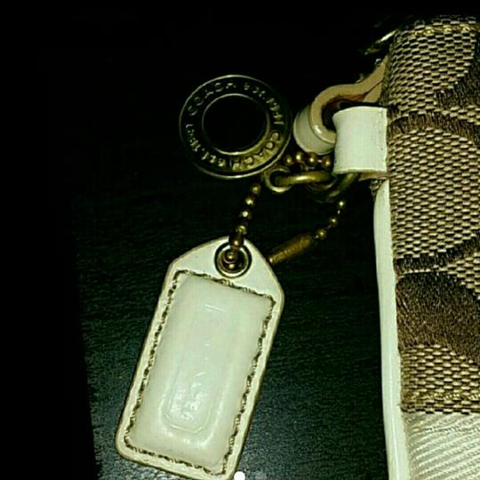 Coach Wristlet in tan and white Image 1