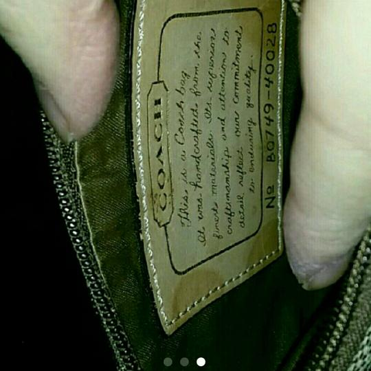 Coach Wristlet in tan and white Image 2