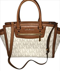 Michael Kors vanilla signature Messenger Bag