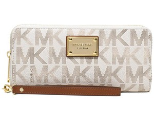 Michael Kors Michael Kors Jet Set Item Travel Continental Wallet Vanilla