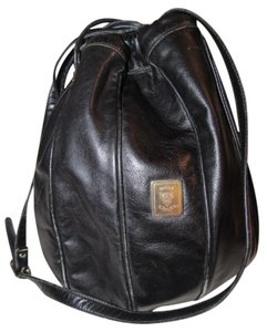 Gucci Buttery Leather Drawstring Top Excellent Vintage Perfect For Everyday Early Style Satchel in black leather
