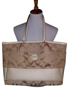 Coach Tote in Beige and white