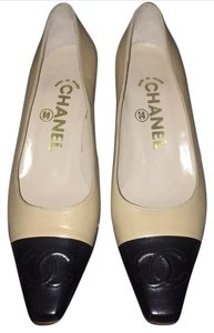 Chanel natural/black Pumps