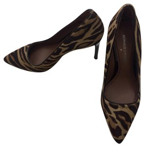 Donald J. Pliner fur Pumps