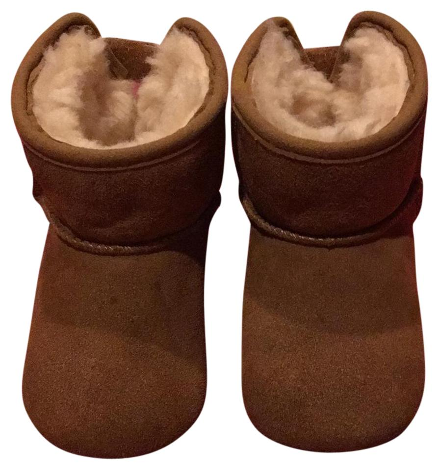 656a2ac7453 UGG Australia Brown Girl Infant Uggs Sz4-5 Boots/Booties Size US 4 Regular  (M, B) 55% off retail