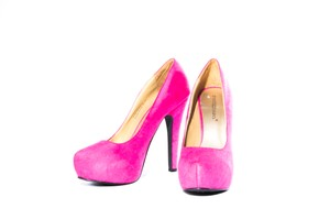 ShoeDazzle Care Pumps Fuchsia Platforms