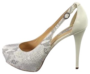 Guess white and silver Pumps