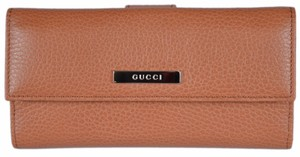 Gucci New Gucci 143389 Women's Saffron Tan Leather Metal Plaque Continental
