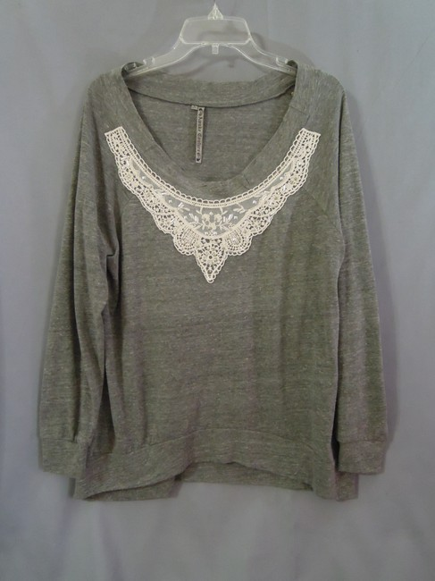 Item - #103757 Lace Gray and Ivory Top