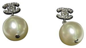 Chanel Auth Chanel Classic Pearl Drop Earrings
