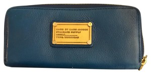 Marc by Marc Jacobs Marc by Marc Jacobs New Q Slim Leather Zip Around Wallet