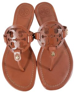 Tory Burch Flip Flops Bold Logo Cutout Leather Made In Brazil S/n 50008694 Cognac Sandals