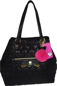 Betsey Johnson Xl Quilted Front Zip Pocket Tote in black