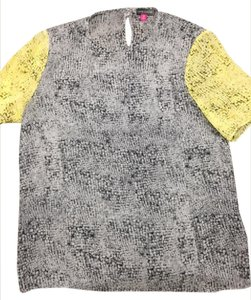 Vince Camuto Top GRAY AND YELLOW