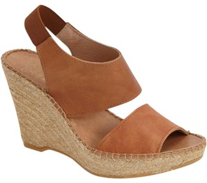 Andre Assous Cuero/Brown Wedges