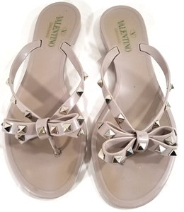 Valentino Jelly Thong Bow Detail Pyramid Rockstuds Jelly Pvc Nude Sandals