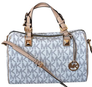 Michael Kors Patent Pet And Smoke Free 35s6mgys2z Satchel in Vanilla Signature NAVY