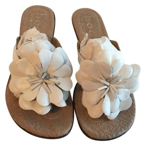 B.O.C. Leather Flip Flop Thong Flower Pedal White Sandals