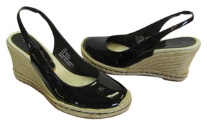 Tommy Hilfiger Size 7.00 M Patent Very Good Condition Dark Brown, Neutral Wedges