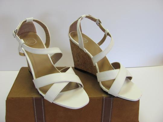 Beverly Mills Size 8.00 M Very Good Condition White, Neutral Wedges Image 1