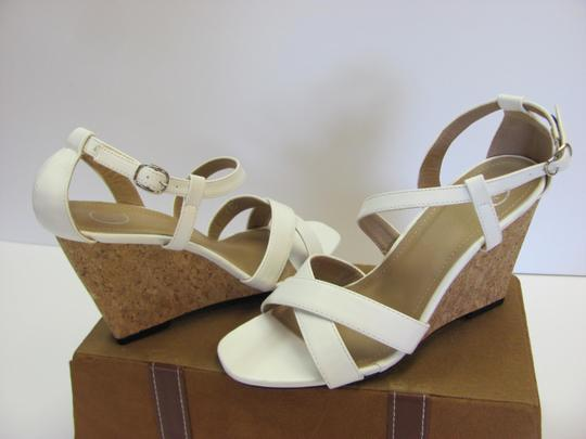 Beverly Mills Size 8.00 M Very Good Condition White, Neutral Wedges Image 2