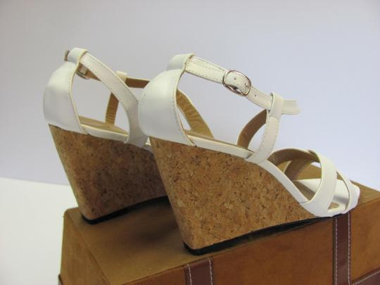 Beverly Mills Size 8.00 M Very Good Condition White, Neutral Wedges Image 4