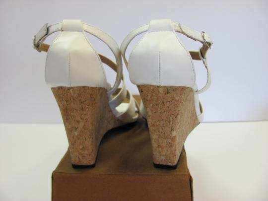 Beverly Mills Size 8.00 M Very Good Condition White, Neutral Wedges Image 5