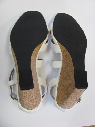 Beverly Mills Size 8.00 M Very Good Condition White, Neutral Wedges Image 7