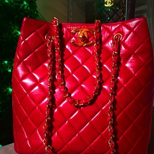Chanel Tote in lipstick red Image 10