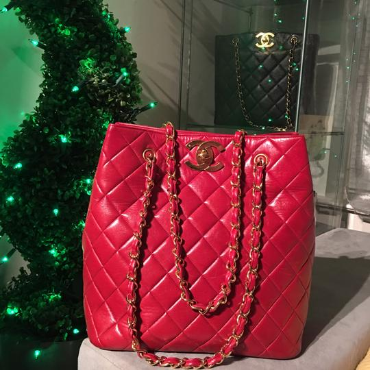Chanel Tote in lipstick red Image 4