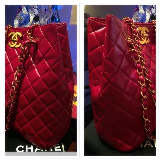 Chanel Tote in lipstick red Image 5
