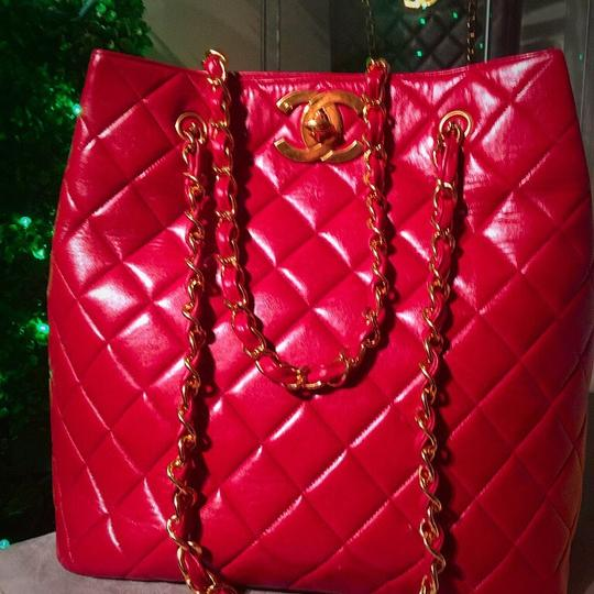 Chanel Tote in lipstick red Image 8