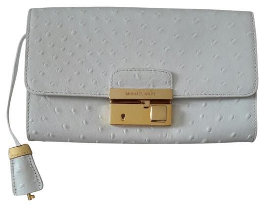 Preload https://item1.tradesy.com/images/michael-kors-white-leather-clutch-20761255-0-3.jpg?width=440&height=440