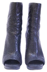 Vera Wang Size 9.5 Leather Lavender Black Boots