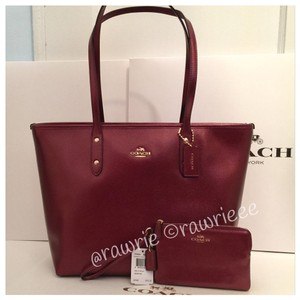 Coach Set Matching Set Gift Set Shimmery Metallic Tote in burgundy
