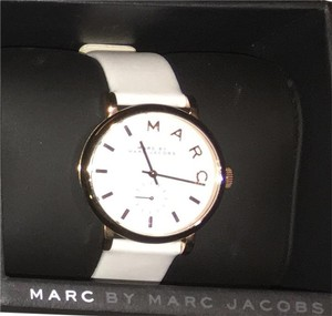 Marc Jacobs White Leather Mark Jacobs watch with gold accents